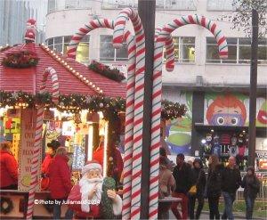 Christmas market; photo juliamaud