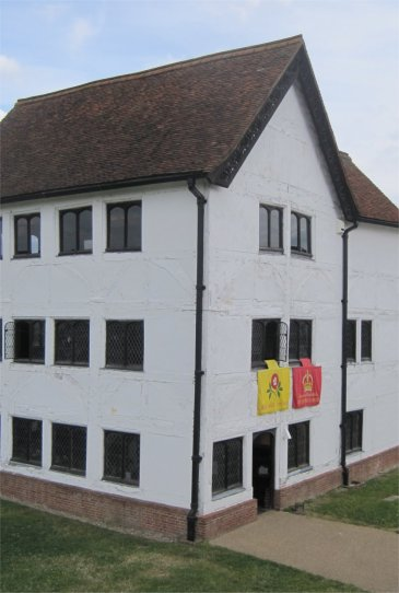 Queen Elizabeth hunting lodge by Juliamaud