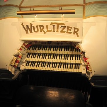the Mighty Wurlitzer - photo by Juliamaud